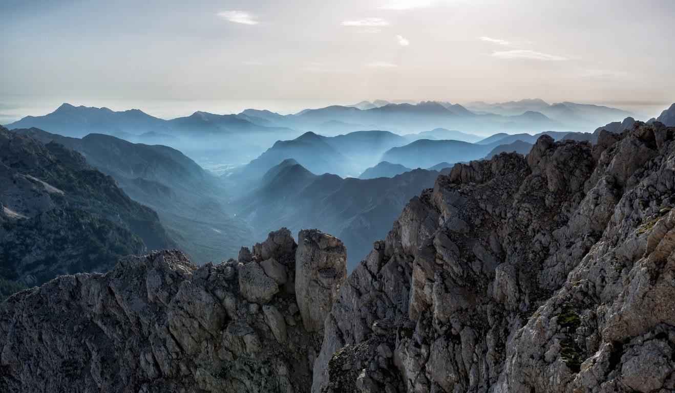 Ik probeer mijn wereld stapje voor stapje weer wat groter te maken. Ik kijk vooruit naar de komende maanden. Ik zie vele bergen die er te beklimmen zijn.